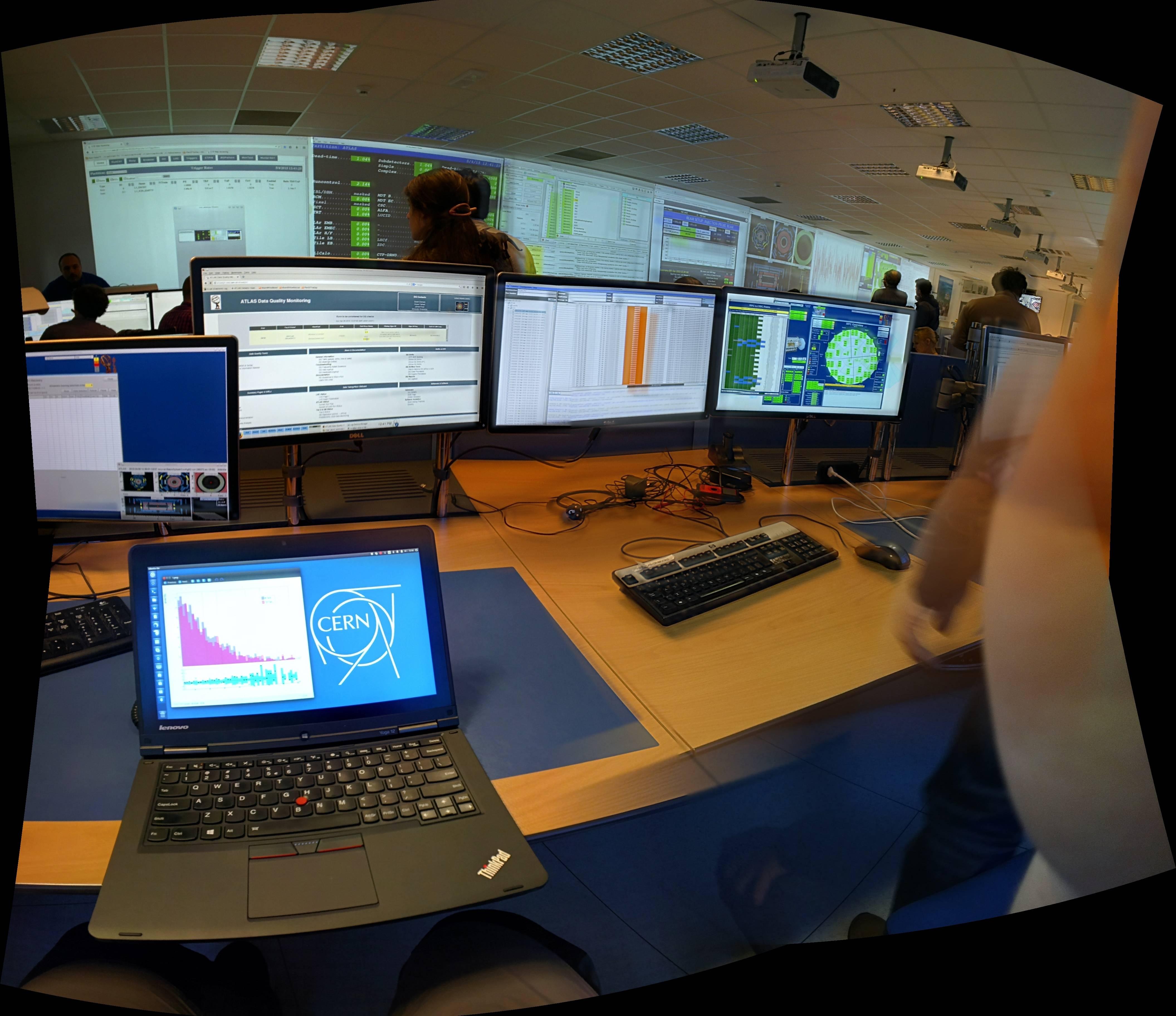 Ubuntu-and-KDE-Spotted-at-CERN-After-LHC-Restart-478028-2
