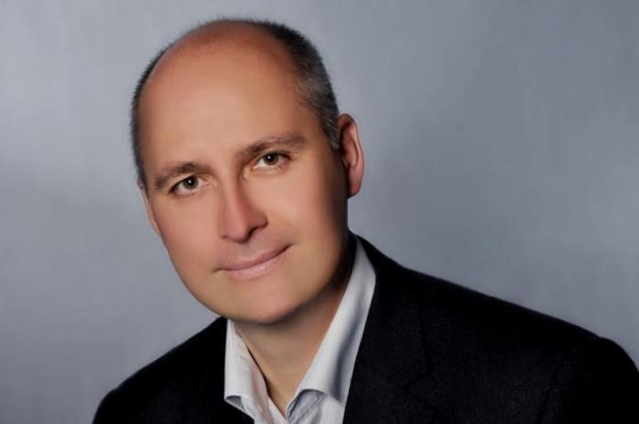 Dr. Gerald Pfeifer